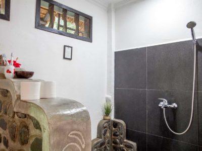 WESTERN BATHROOM AT ECOTRAVEL COTTAGES BUKIT LAWANG - SUMATRA ECOTRAVEL