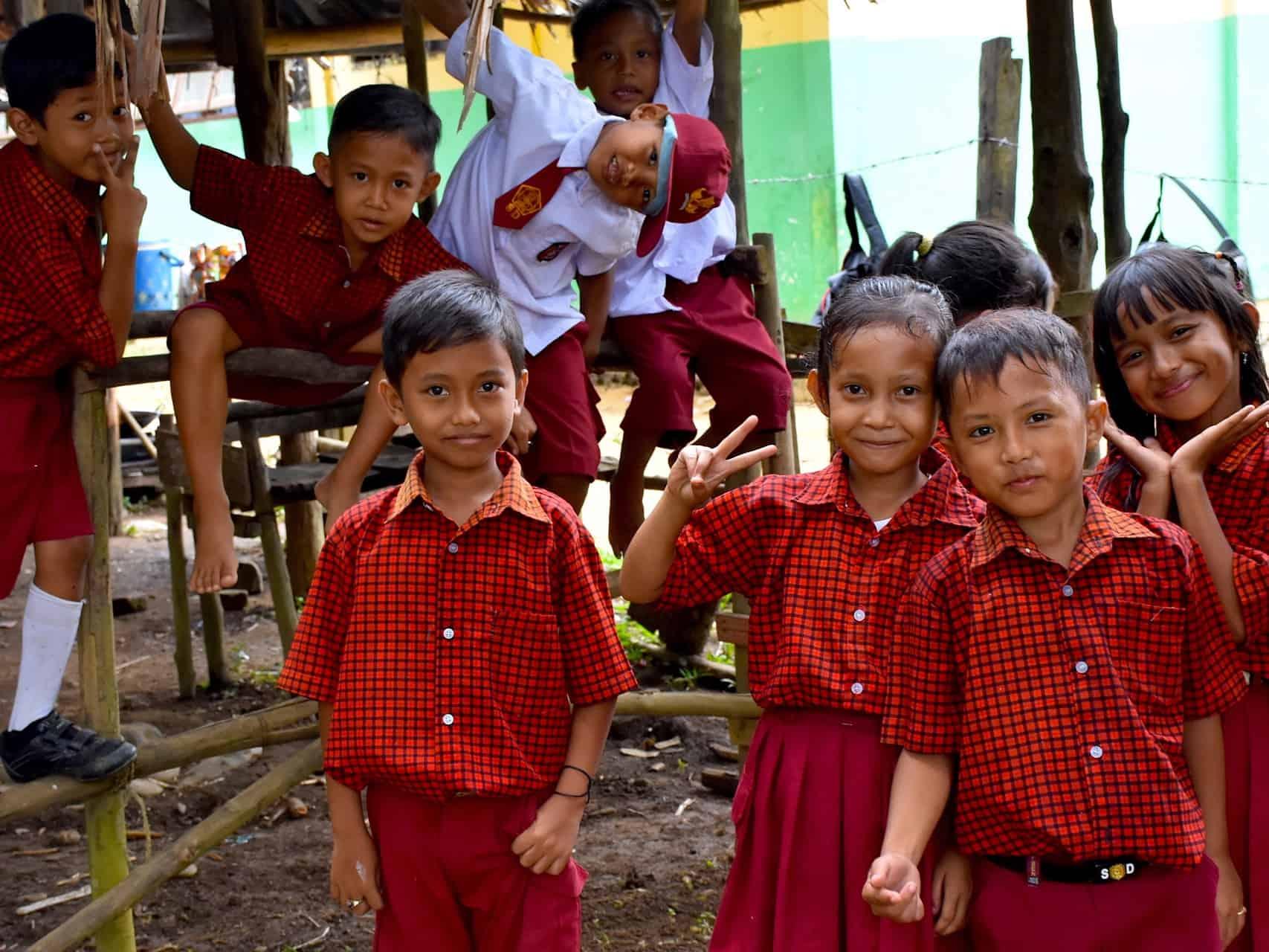 SCHOOL CHILDREN - LOCAL LIFE -SUMATRA ECOTRAVEL