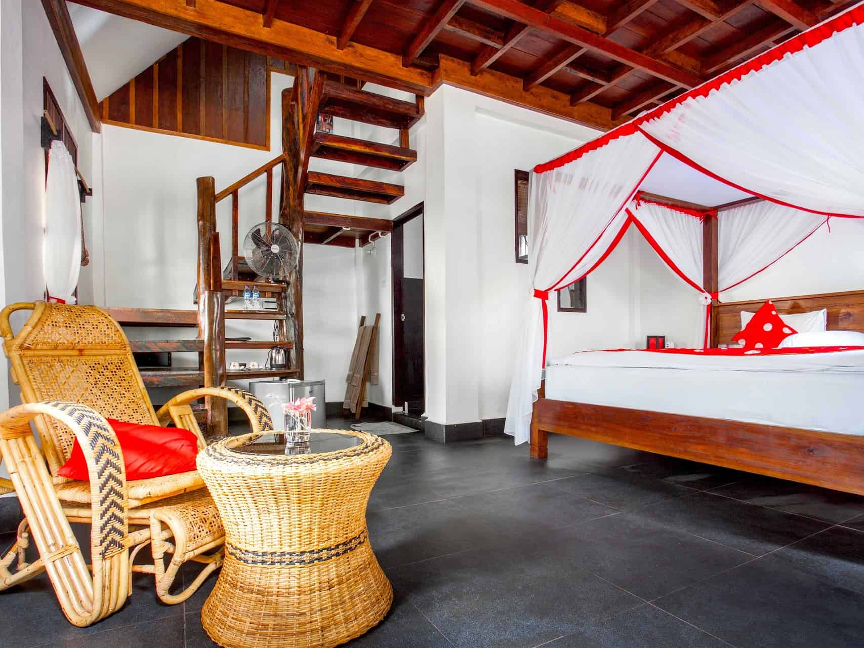 JUNGLE VIEW SUITE AT ECOTRAVEL COTTAGES BUKIT LAWANG - SUMATRA ECOTRAVEL